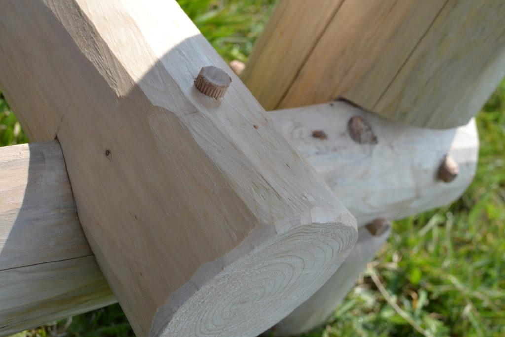 Detail zapuštění kulatiny do půlkulatiny a samozřejměkolík