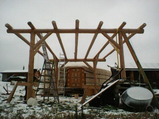 Hrubá stavba předjurtí v zimě